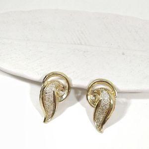 Vintage gold metal sweep earrings